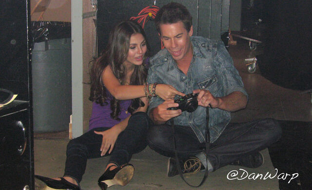 File:Jerry and Victoria.jpg