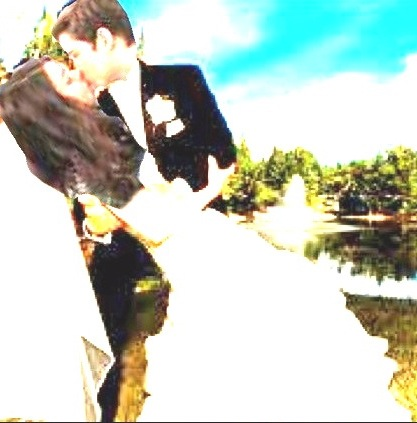 File:Creddieweddingkiss.jpg