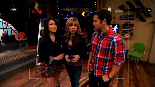 File:ICarly.S05E10.iToe.Fat.Cakes.480p.WEB-DL.x264-mSD.mkv 000098974.jpg