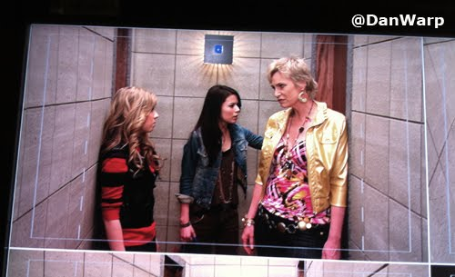 File:Sam, Carly, Sam's mom on iCarly.jpg