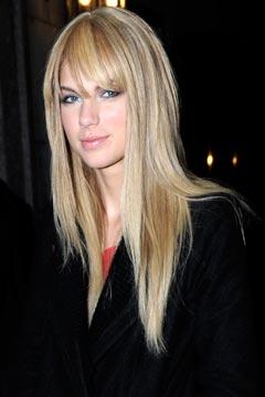 File:Taylor-swift-bangs-straight-hair-240tp121109.jpg