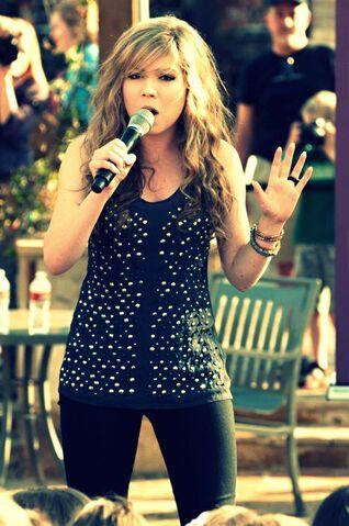 File:Jennetet singing.jpg