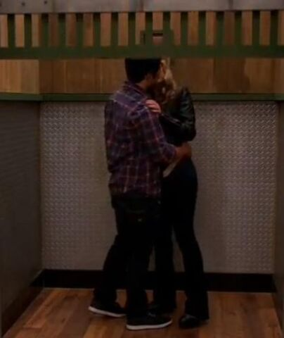 File:Seedie kiss elevator.jpg