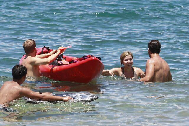 File:Jennette McCurdy Hawaiian Vacation 281129.jpg