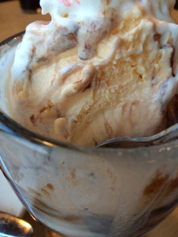 File:IHOP Ice cream sundae.jpeg
