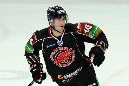 File:648960 sport-hokej-cervenka-omsk-crop.jpg