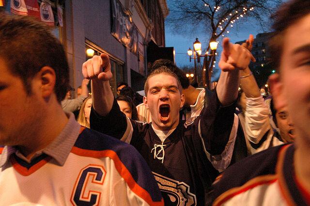 File:Oiler fans 2006.jpg