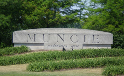 File:Muncie, IN Welcome Sign.jpg