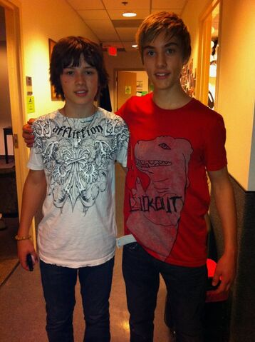 File:Austin with Leo Howard.jpg