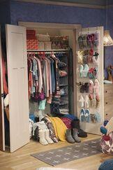Lindy's Room3