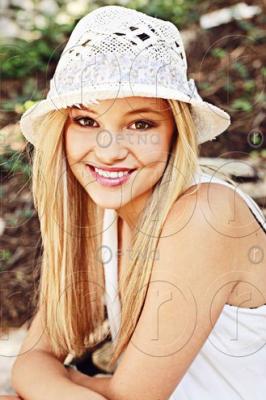 File:Olivia white hat.png