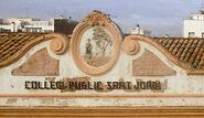 L'antic escut de l'Ametlla de Mar a la façana de les Escoles Velles