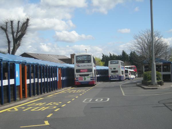 File:Buses in Dudley Bus Station, West Midlands, 7 April 2009.jpg