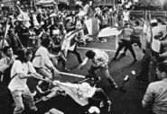 Remontado-supporters-flee