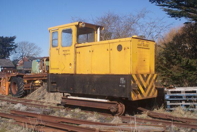 File:TR Trecwn diesel - Tivedshambo 2010-03-07.jpg