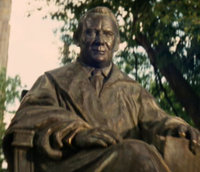 ファイル:Marcus statue.jpg