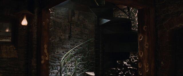 File:La Louisiane entry spiral stairs.jpg