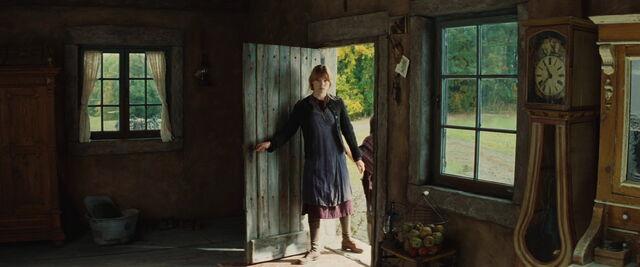 File:Charlotte LaPadite on the doorstep.jpg