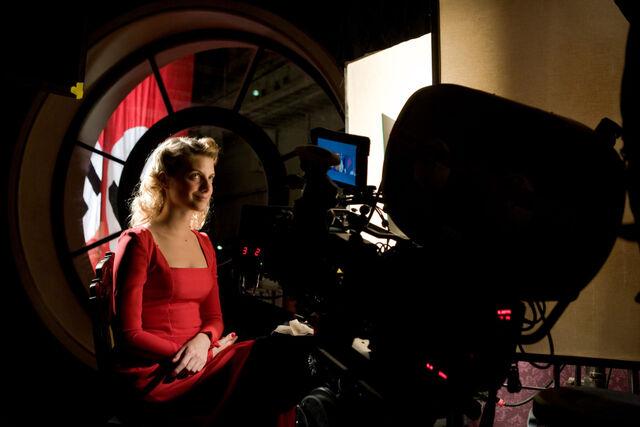File:Inglourious Basterds Behind the scenes Mélanie Laurent.jpg