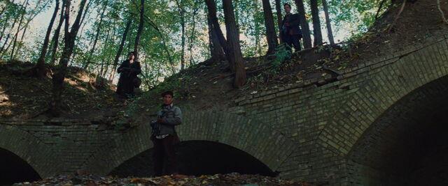 File:Omar, Utivich and Kagan with MP40 guns.jpg