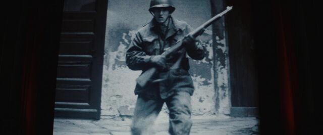 File:Soldier with M1 Garand rifle.jpg