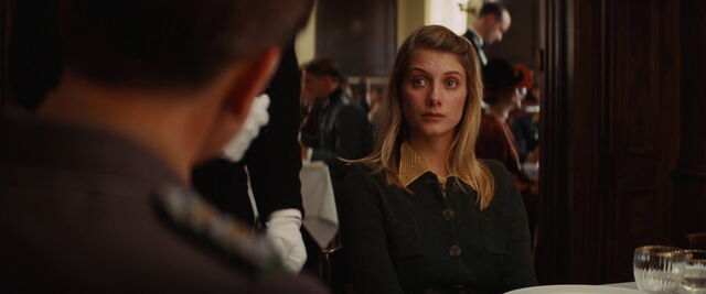 File:Shosanna Dreyfus is surprised about the milk.jpg
