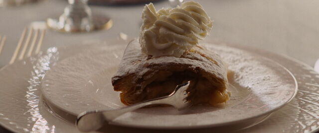 File:Shosanna's strudel with cream.jpg