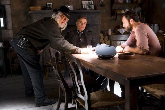 File:Inglourious Basterds Behind the scenes Cristoph Waltz and Denis Menochet.jpg