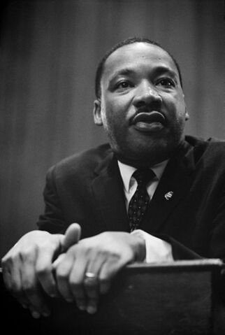 Datei:Martin Luther King press conference.jpg