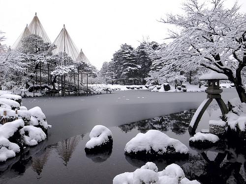 File:Snowy Kenroku-en park.jpg