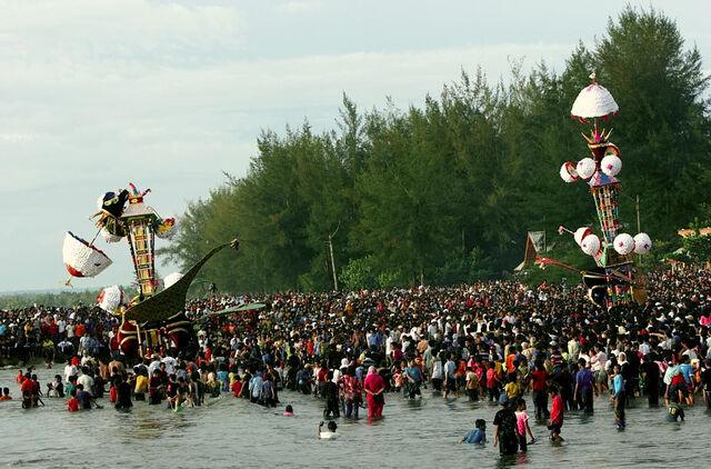 File:Tabuik festival.jpg