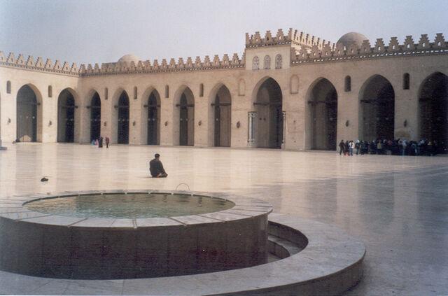 File:Mosquee al-akim le caire 1.jpg