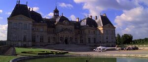 Moonraker - Bond lands at Drax's Château