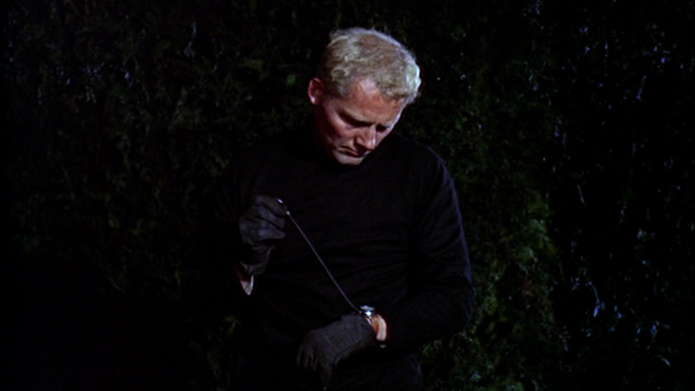 File:From-Russia-with-Love-Robert-Shaw-Red-Grant-watch-garrote.png