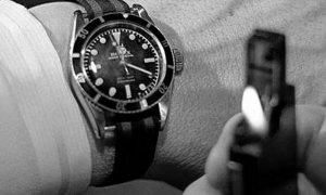 Bond checks his watch (Goldfinger)