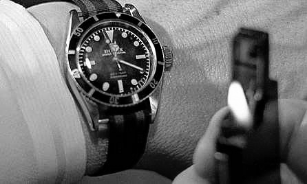File:Bond checks his watch (Goldfinger).png