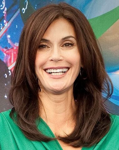 File:475px-Teri Hatcher- World of Color Premiere 21.jpg