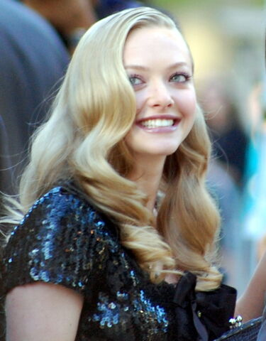 File:Amanda Seyfried-crop.jpg