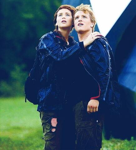 File:Katniss peeta winners.jpg