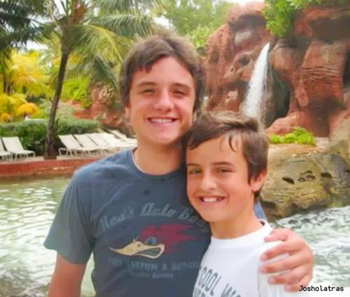 File:Josh and Connor (1).jpg