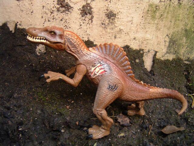 File:Spinosaurustoy.jpg