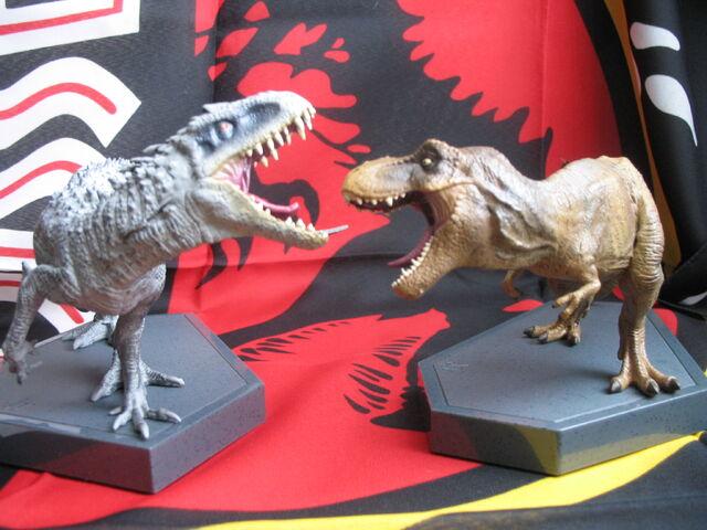 File:JW BR figurines7.jpg