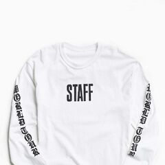 £39|€49<br /><br />Long sleeve tee from a collection of Justin Bieber's Purpose Tour merch, exclusively available at Urban Outfitters. Crafted from heavyweight cotton and cut in a standard-fit silhouette. Features a metal-inspired Purpose Tour text graphic across the back with World Tour text graphics printed down both sleeves. Finished with banding at the crewneck and cuffs.