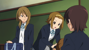 Ritsu trying to wake Yui up