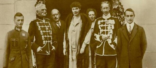 File:Wilhelm with family.jpg