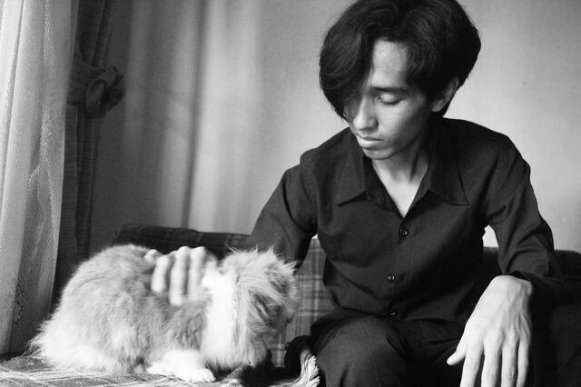 File:Akbar de Wighar and his pet rabbit.jpg