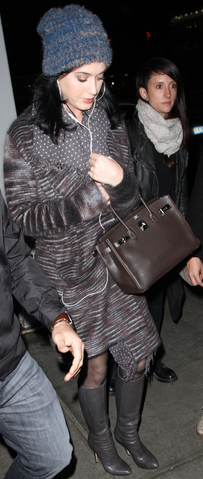 File:Katy Perry Arrives at JFK airport in New York City.png