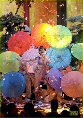 File:Katy-perry-unconditionally-performance-at-amas-2013-video-05.jpg