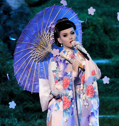 File:Amas-katy-perry-unconditionally.jpg