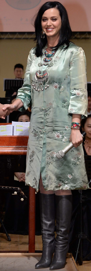 File:China National Orchestra Welcomes Katy Perry 2.png